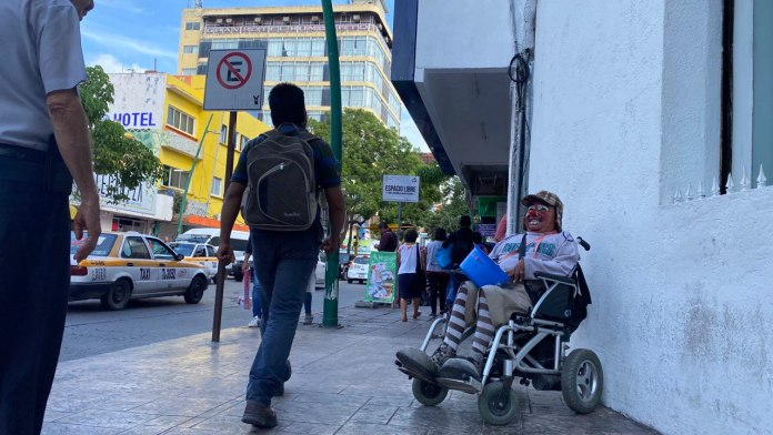 """EN SILLA DE RUEDAS, """"CRISTAL"""" RESISTE A LA VIDA EN SOLIDARIDAD photo5685995057739573163"""