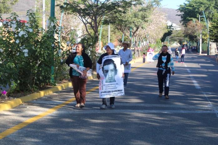 Desalojan policías con gases a padres de 43 de Ayotzinapa en Chiapas IMG 4833