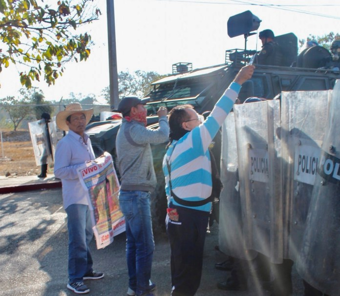 Desalojan policías con gases a padres de 43 de Ayotzinapa en Chiapas IMG 4834