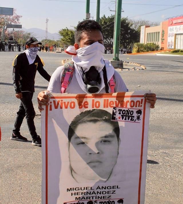 Desalojan policías con gases a padres de 43 de Ayotzinapa en Chiapas IMG 4836