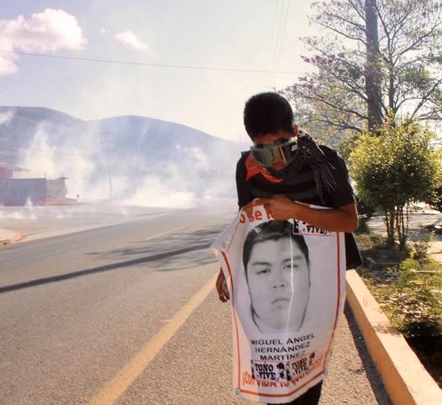 Desalojan policías con gases a padres de 43 de Ayotzinapa en Chiapas IMG 4838
