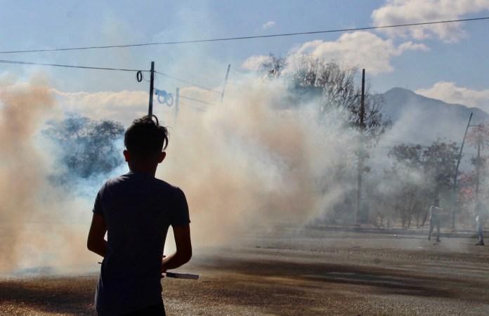 Desalojan policías con gases a padres de 43 de Ayotzinapa en Chiapas IMG 4840