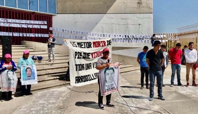 Normalistas y padres de los 43 de Ayotzinapa protestan en la Fiscalía de Chiapas a5c57df3 07a7 4c72 88b4 bb5c9c2eb80f
