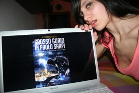 """Elisa Tomasso promuove """"Grosso Guaio in Paolo Sarpi"""" (http://www.amazon.it/dp/B01CIEEYFC)"""