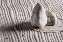 5185673-rocce-in-una-pietra-zen-giardino-giapponese
