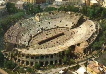 Vista dall'alto dell'anfiteatro Flavio di Pozzuoli