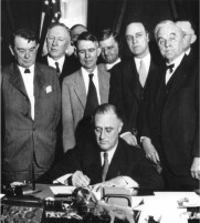 Roosevelt_signing_TVA_Act_(1933)