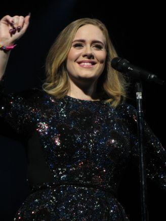 Adele_-_Live_2016,_Glasgow_SSE_Hydro_03