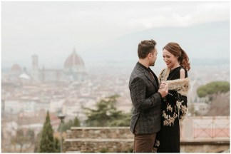 Winter engagement photos in Florence: a unique way to honor your love