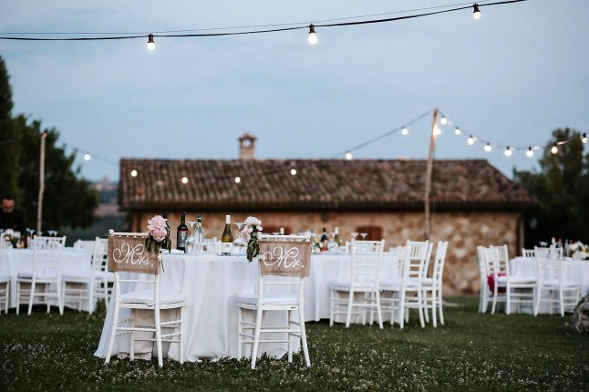 Dinner setting at Locanda Vesuna, a great venue for your wedding in Val d'Orcia