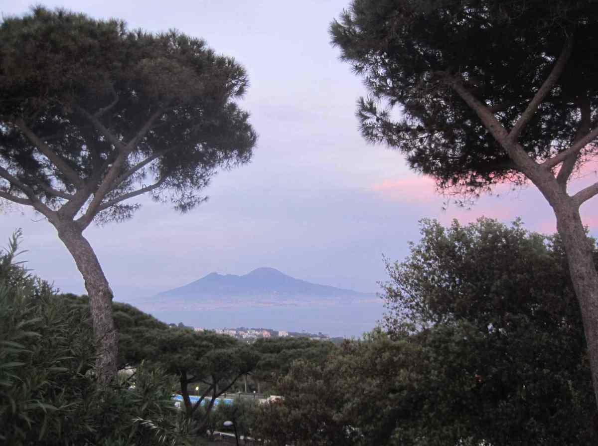 Nápoles, un puerto bajo el volcán