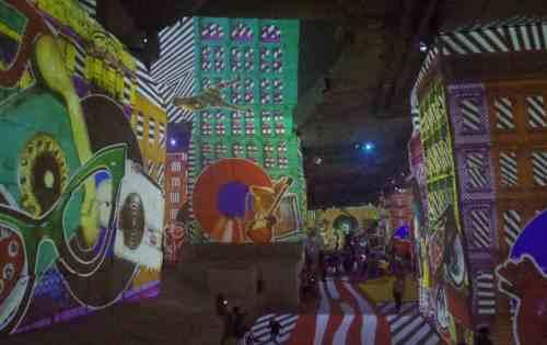 Pop art de los 60, en Les Carrières de Lumières