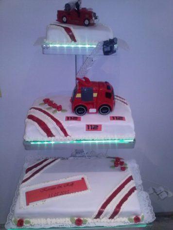Hochzeitstorte für Feuerwehrliebhaber