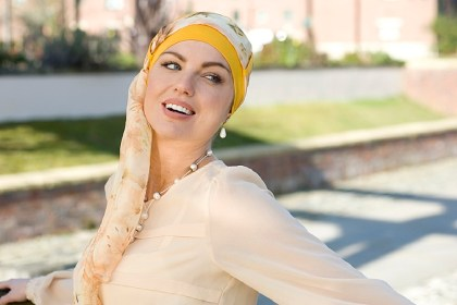 Photo of the turban Yanna Yellow Sunflower