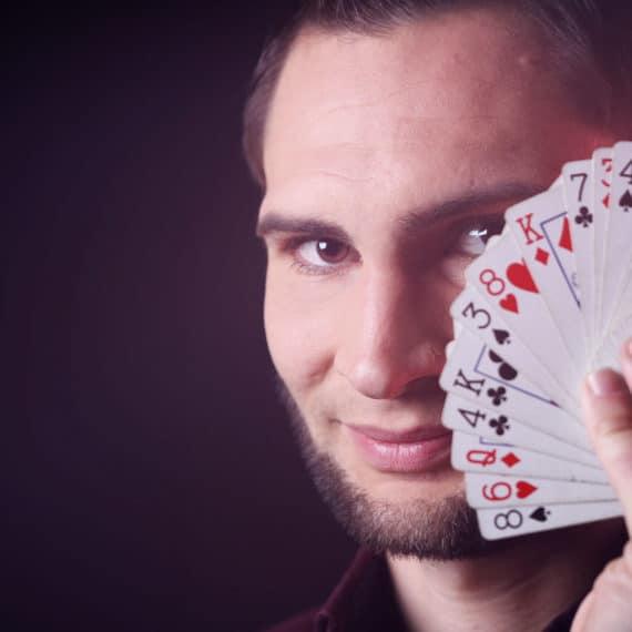Contact Alexandre Laigneau magicien spectacle © Amelia Colibrim Sarry
