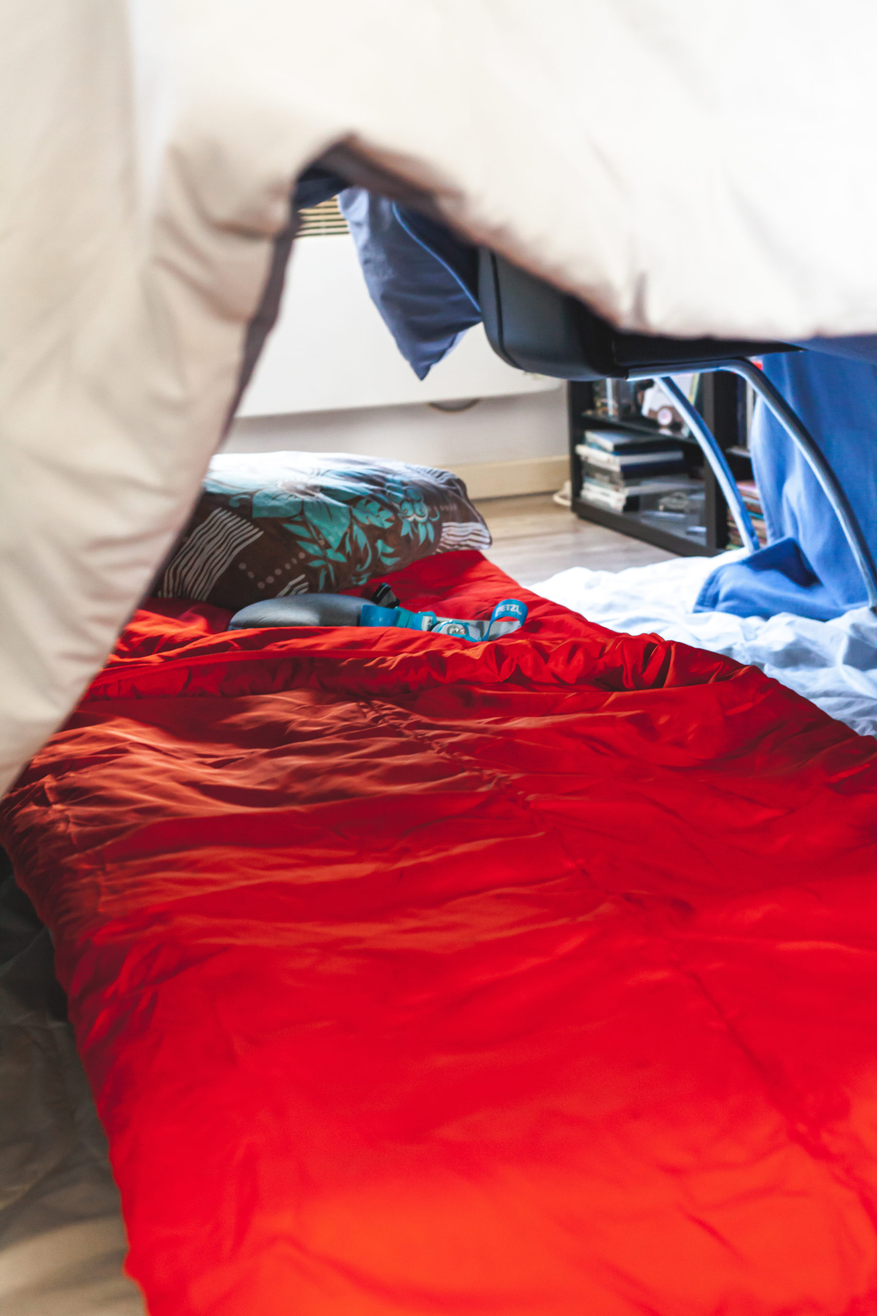 a-l-interieur-de-la-tente-camping-de-salon