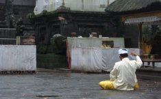 besakih-hindu-prayer