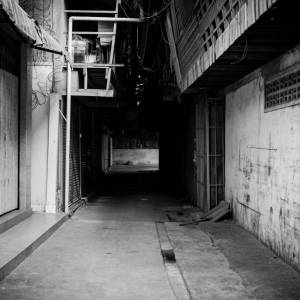 Quiet alley - A photo by Alex Leonard