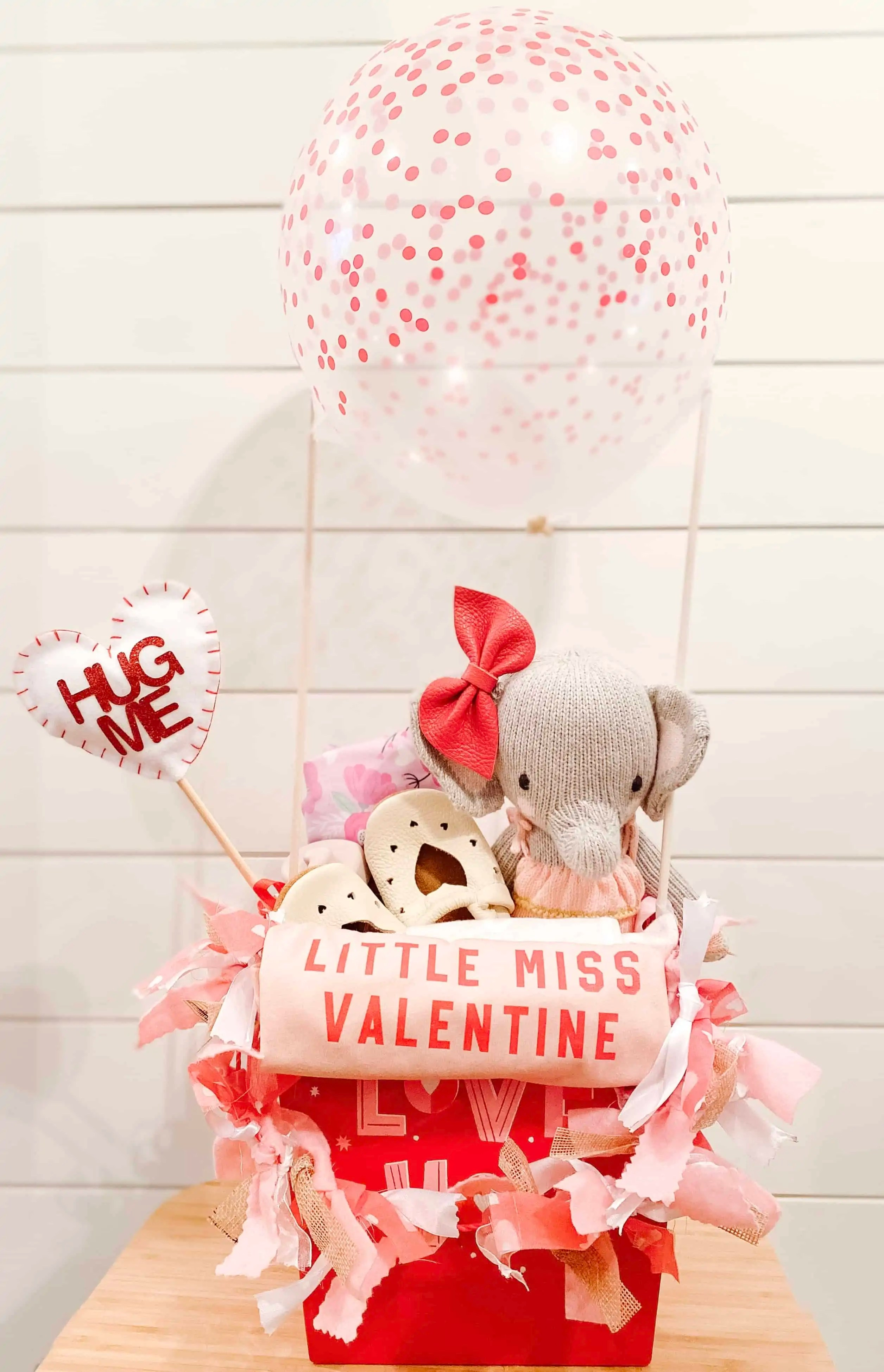 How to Make a Valentine's Day Hot Air Balloon