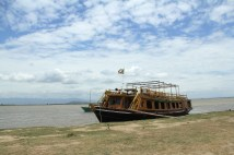 The ferry that chauffeured us from Mandalay to Mingun, an 11km ride that took almost an hour.