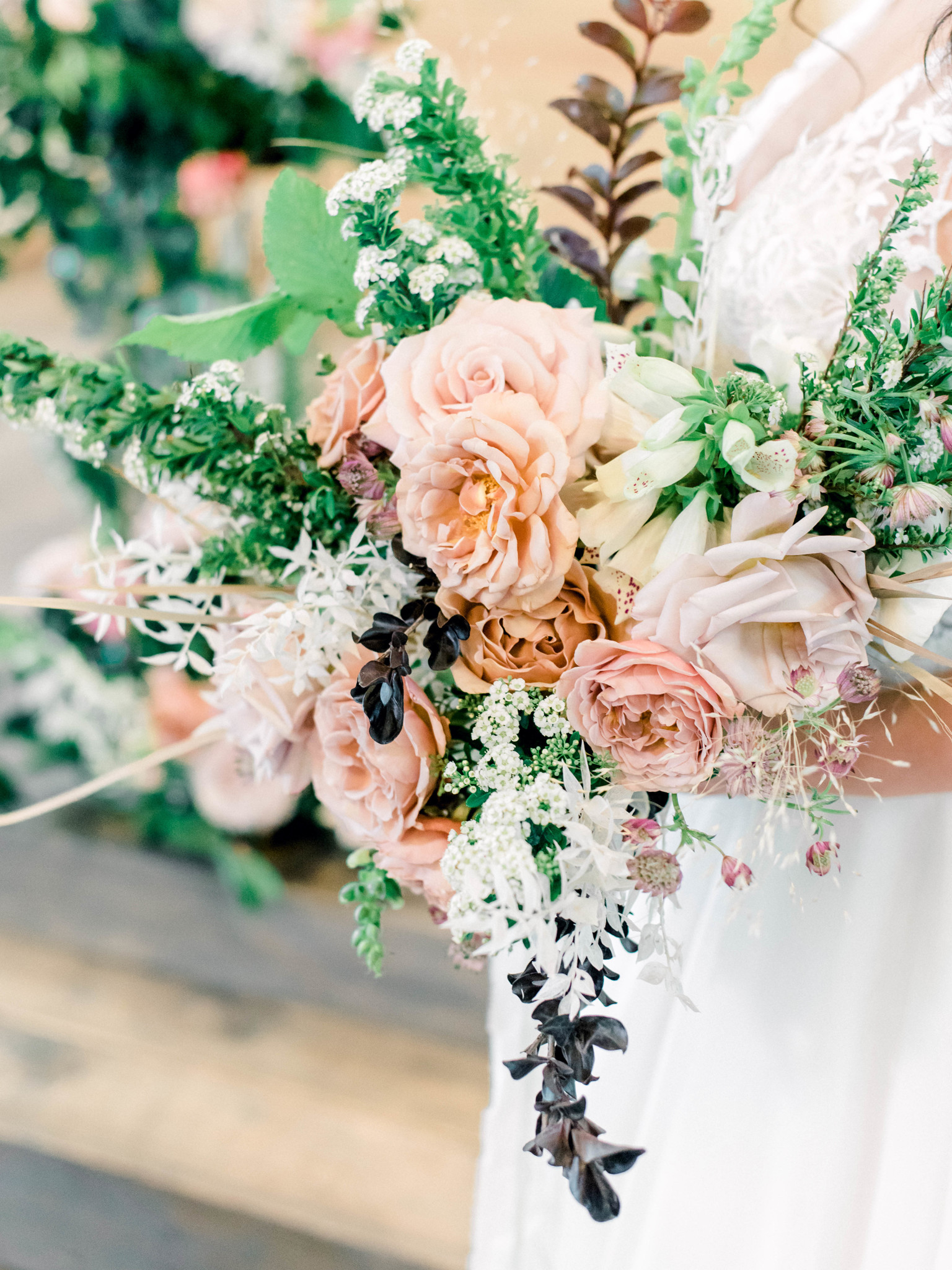 Romantic wedding bouquet: Whimsical mauve wedding inspiration on Alexa Kay Events. See more romantic wedding ideas at alexakayevents.com!