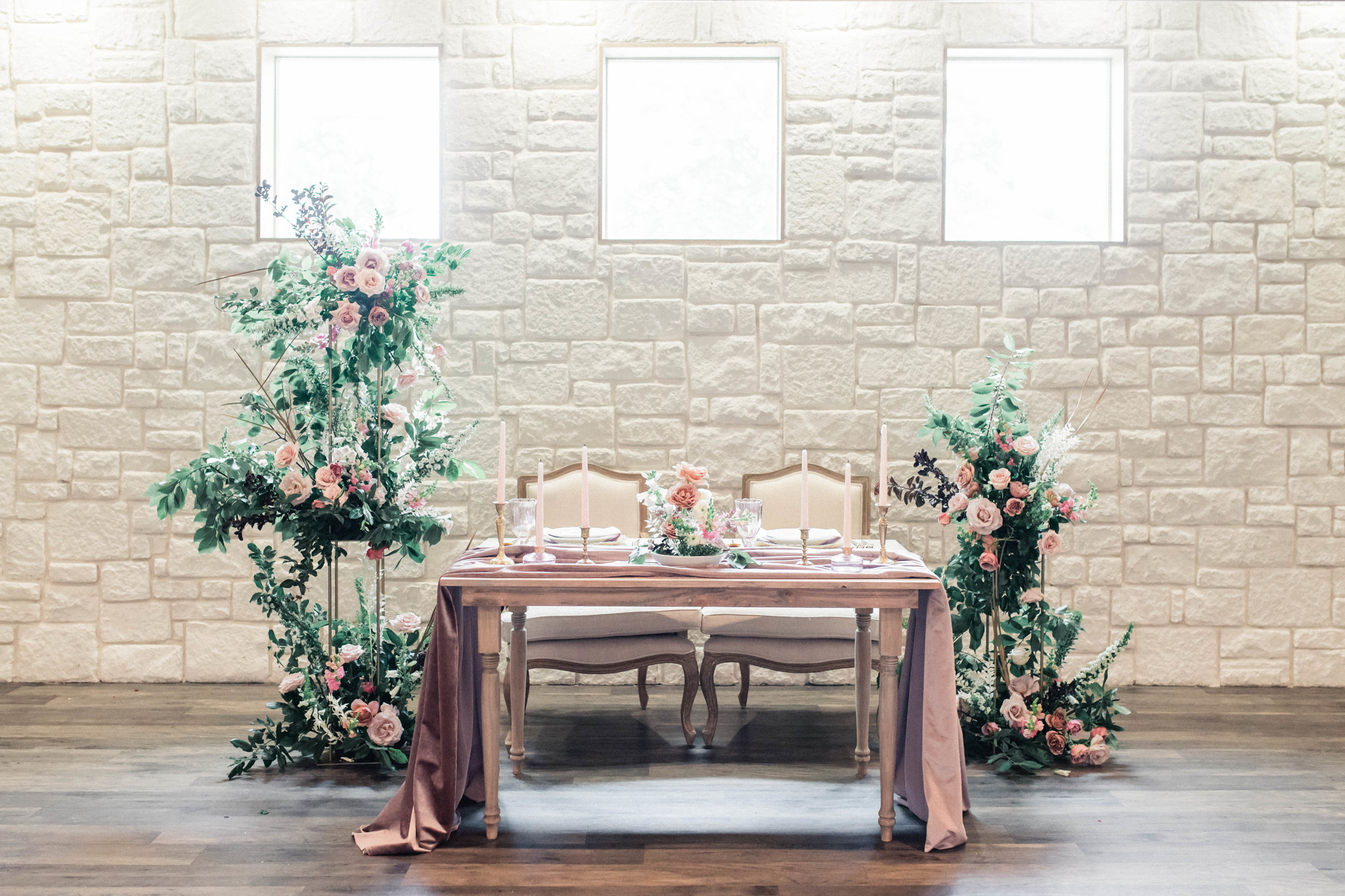 Wedding sweetheart table: Whimsical mauve wedding inspiration on Alexa Kay Events. See more romantic wedding ideas at alexakayevents.com!