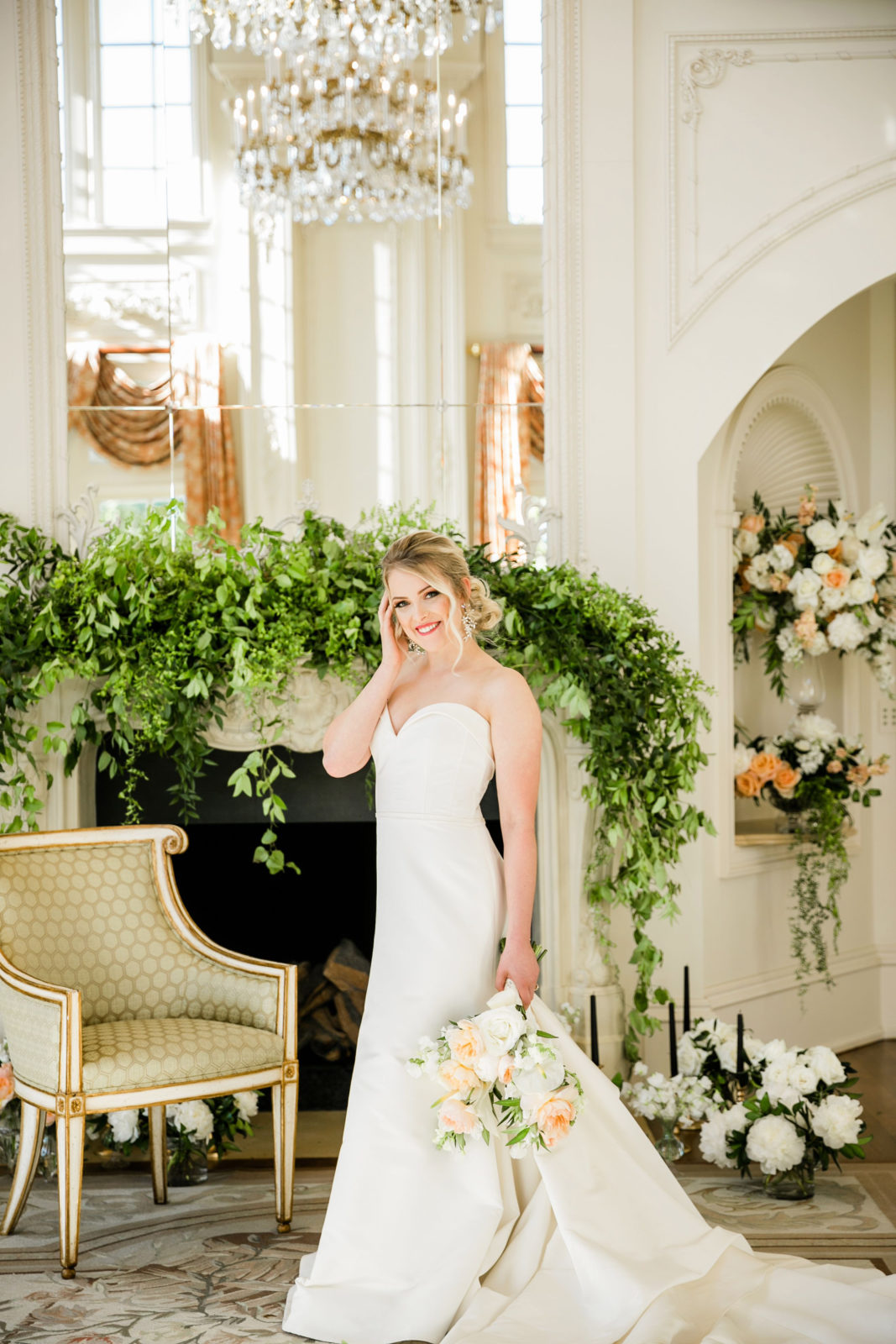 Romantic wedding floral designs: Sophisticated and Chic wedding inspiration on Alexa Kay Events