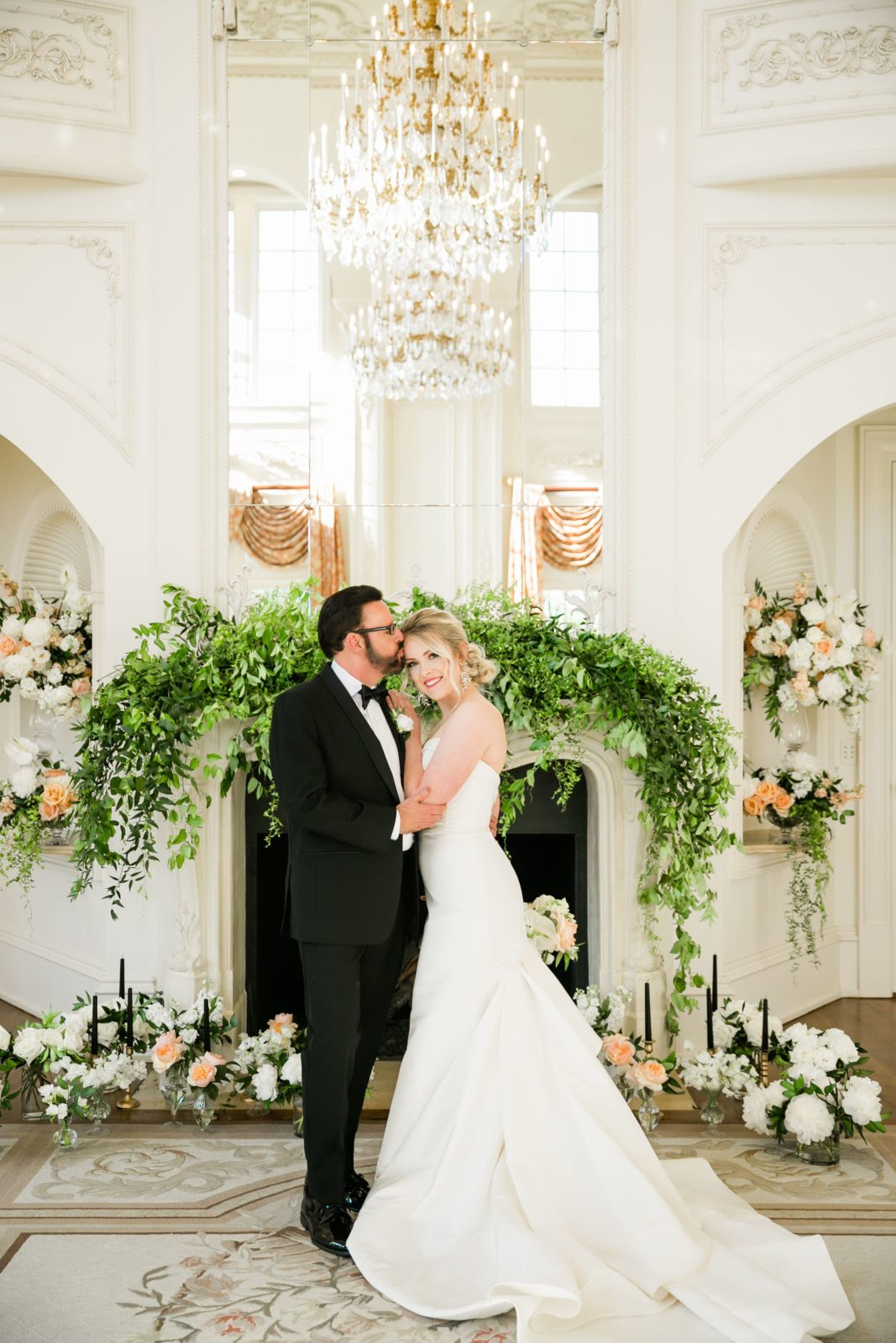 Romantic wedding photography: Sophisticated and Chic wedding inspiration on Alexa Kay Events