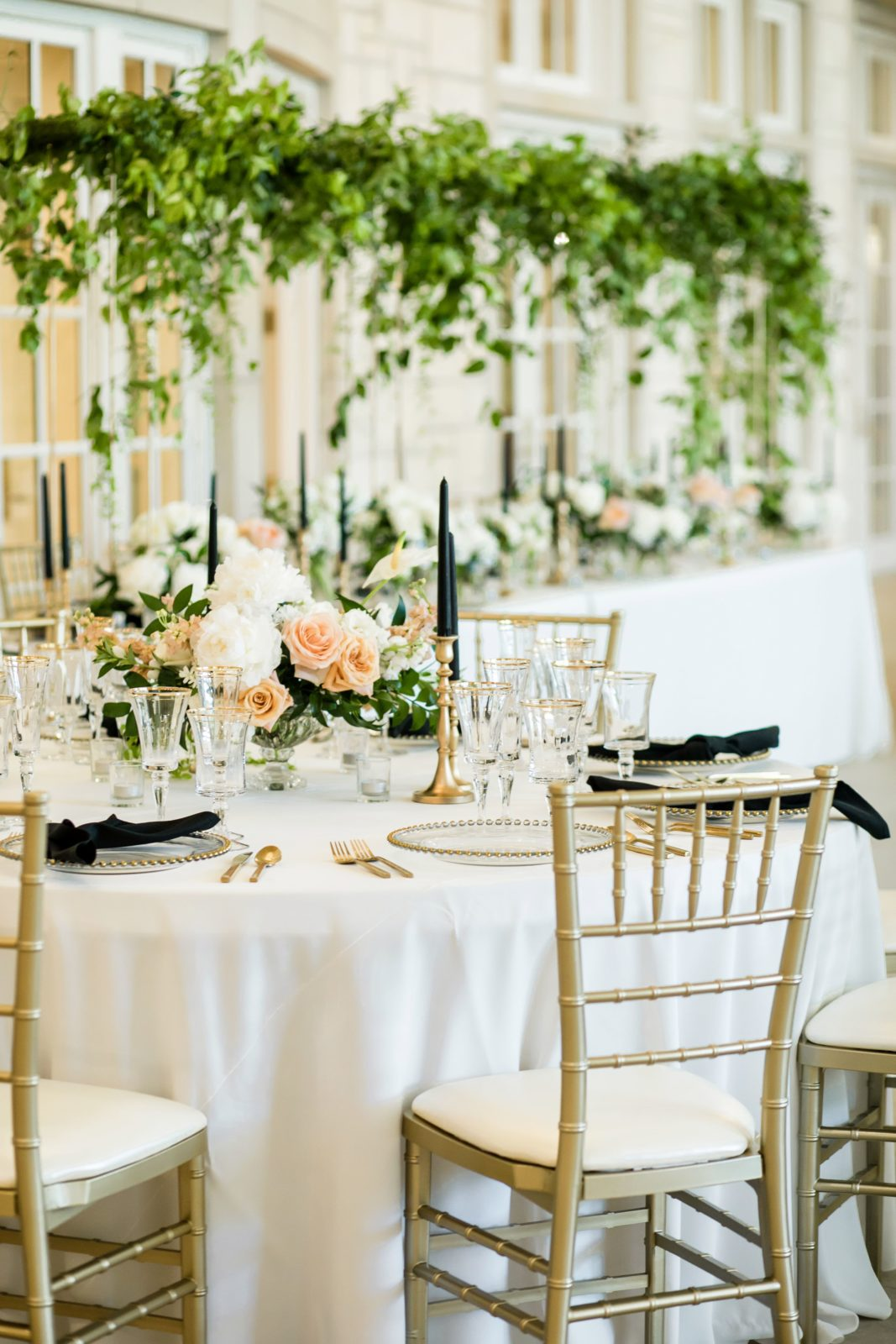 Wedding tablescape and centerpieces: Sophisticated and Chic wedding inspiration on Alexa Kay Events