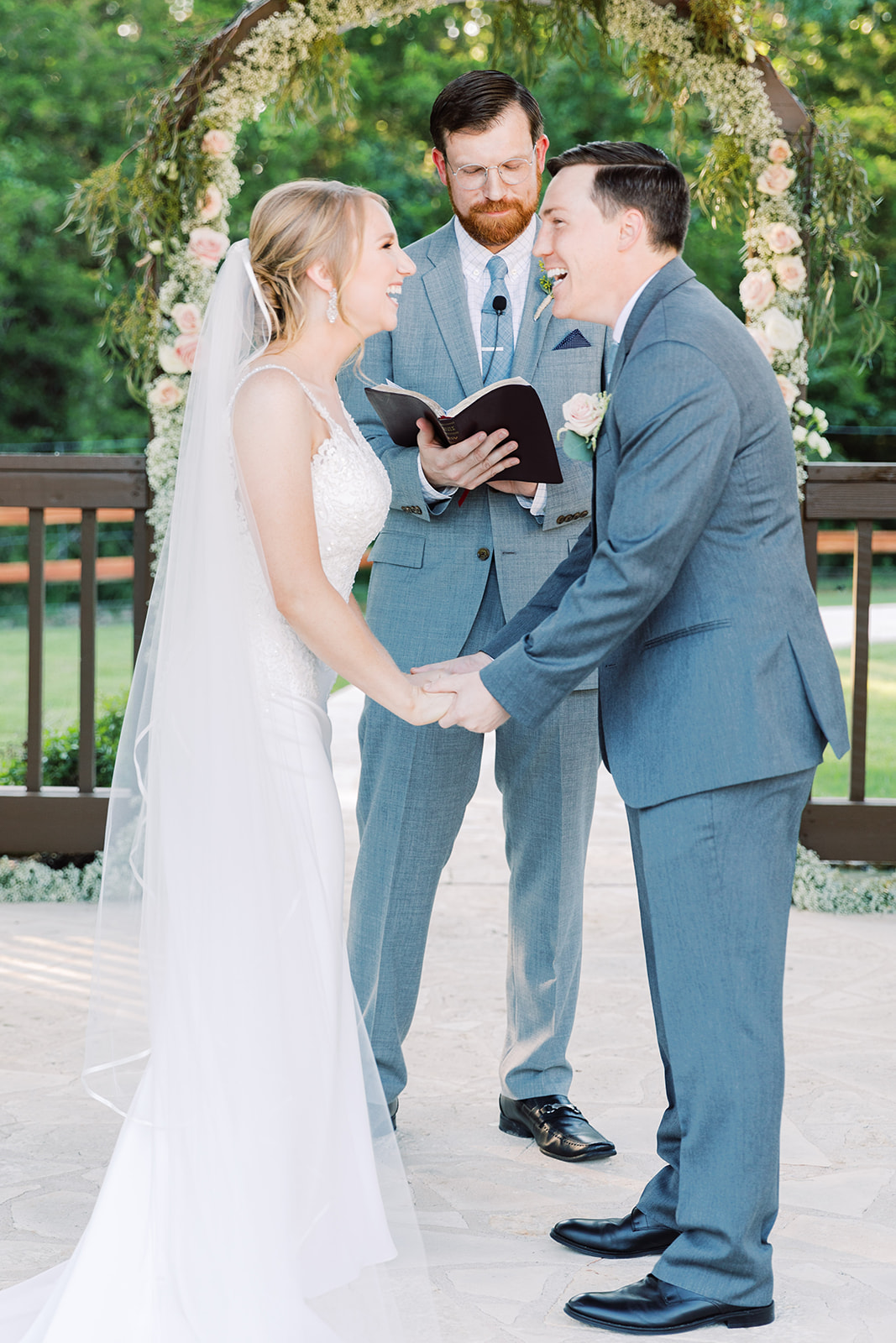 Creative wedding photo ideas: | Romantic blue Texas wedding at Spring Venue by Alexa Kay Events