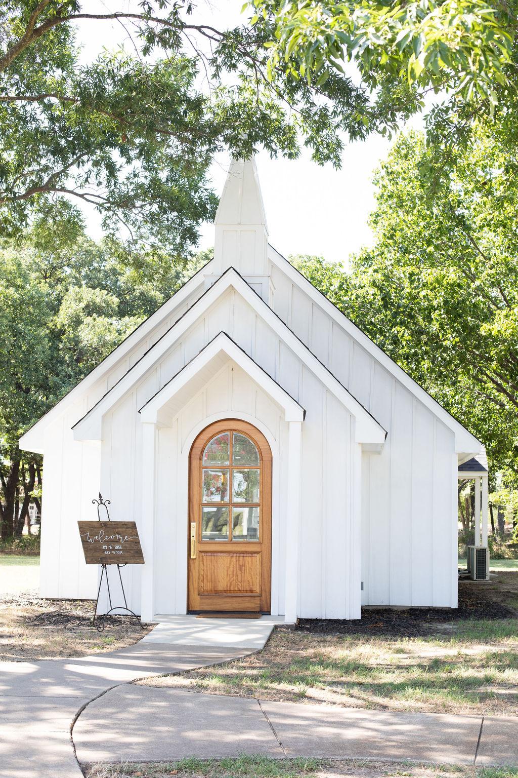 Fort Worth Wedding: Modern Minimalistic Wedding at The Emerson