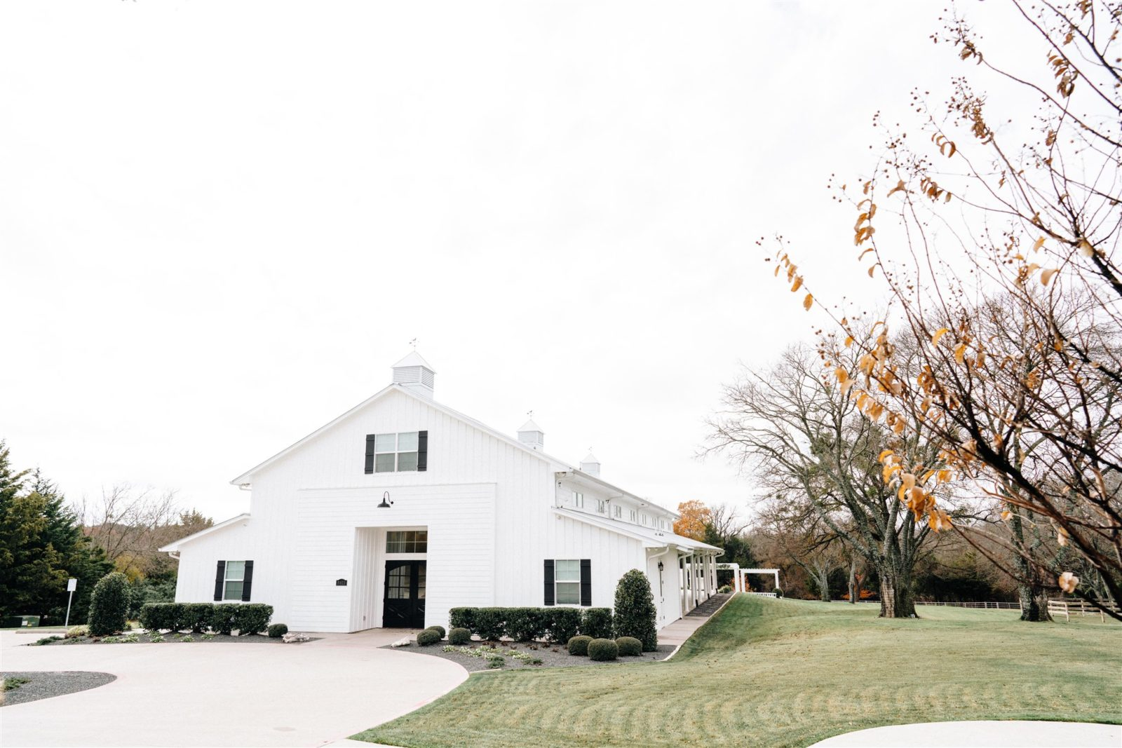 Simply Modern Firefly Gardens Wedding featured on Alexa Kay Events
