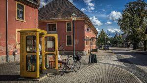 Befreite Bücher gibt es in Wörlitz in einer Telefonzelle. Foto: Baumbach