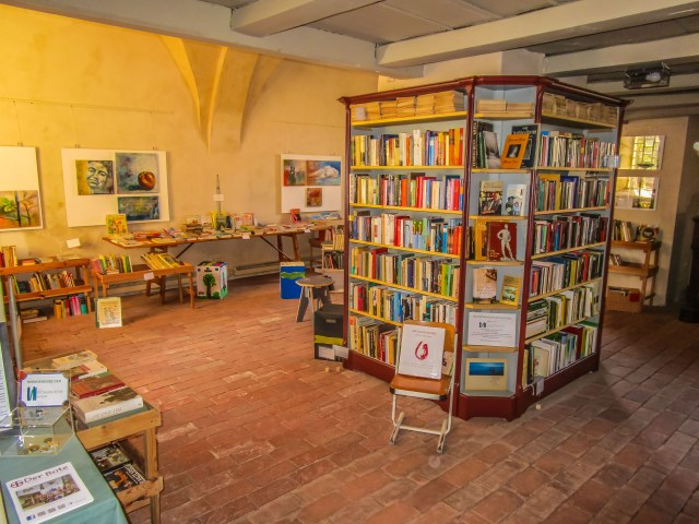 Im Inneren der Bücherkirche Axien. Foto: Alexander Baumbach