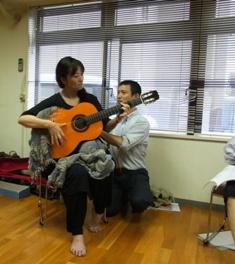"""ギター演奏:背中が""""長~く広~く"""""""
