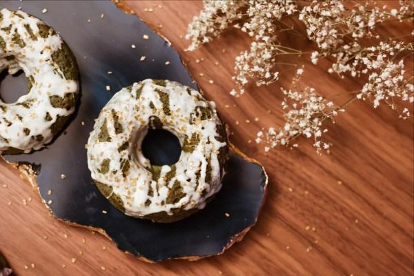 gluten-free spirulina cake donuts