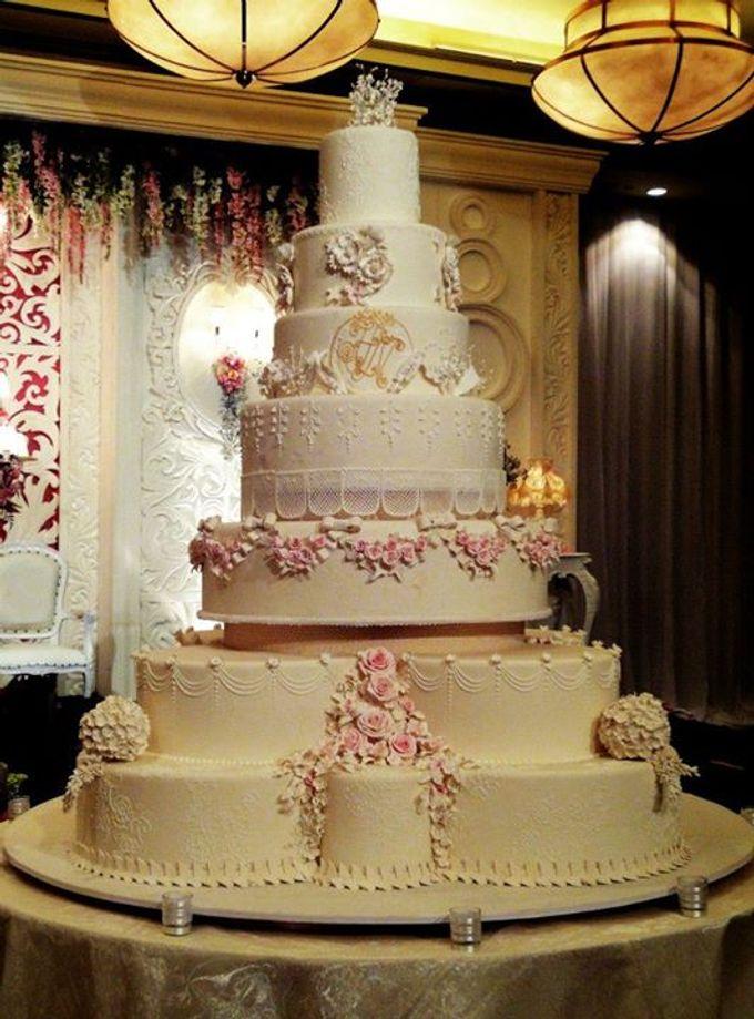 7 tiers Wedding Cake by LeNovelle Cake  Bridestorycom