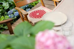 Leinensitzkissen Motiv Rosette: Dieses dekorative Ornament besticht durch seine Größe und Klarheit/ Flächigkeit.