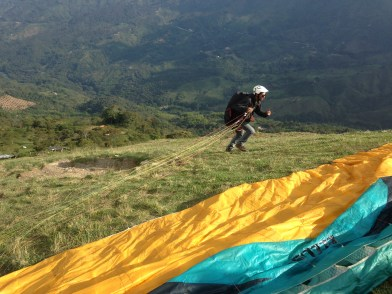 Dan solo paragliding