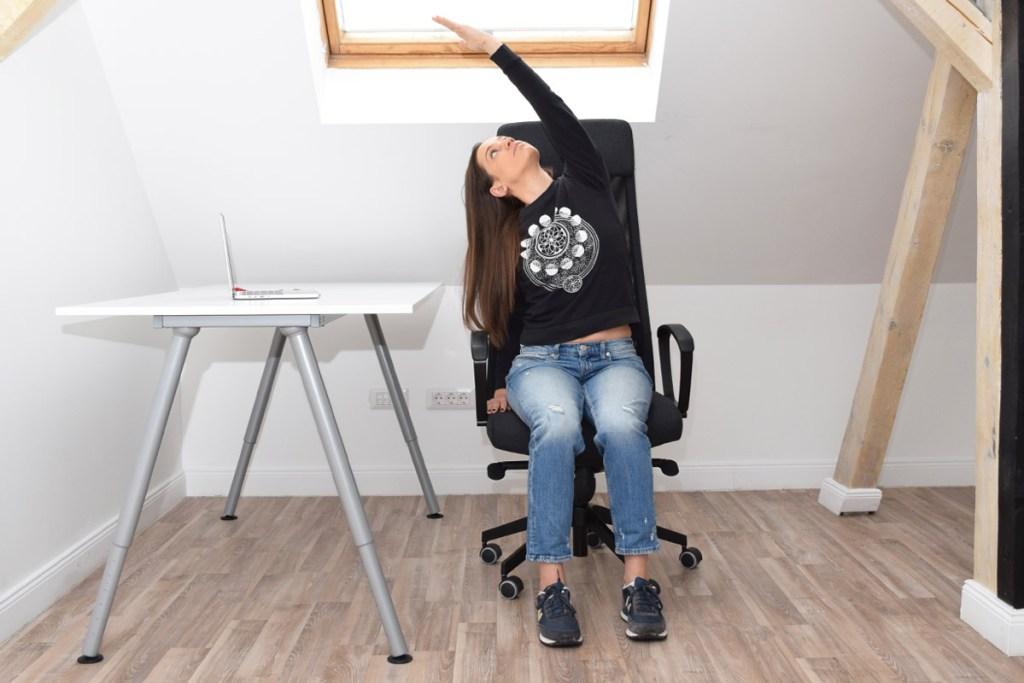 exercitiu yoga: Chair Side Bend Pose