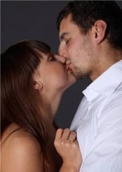 Homme Qui Embrasse Est Il Amoureux : homme, embrasse, amoureux, Embrasser, C'est, Tromper, Moment, Débute, L'infidélité