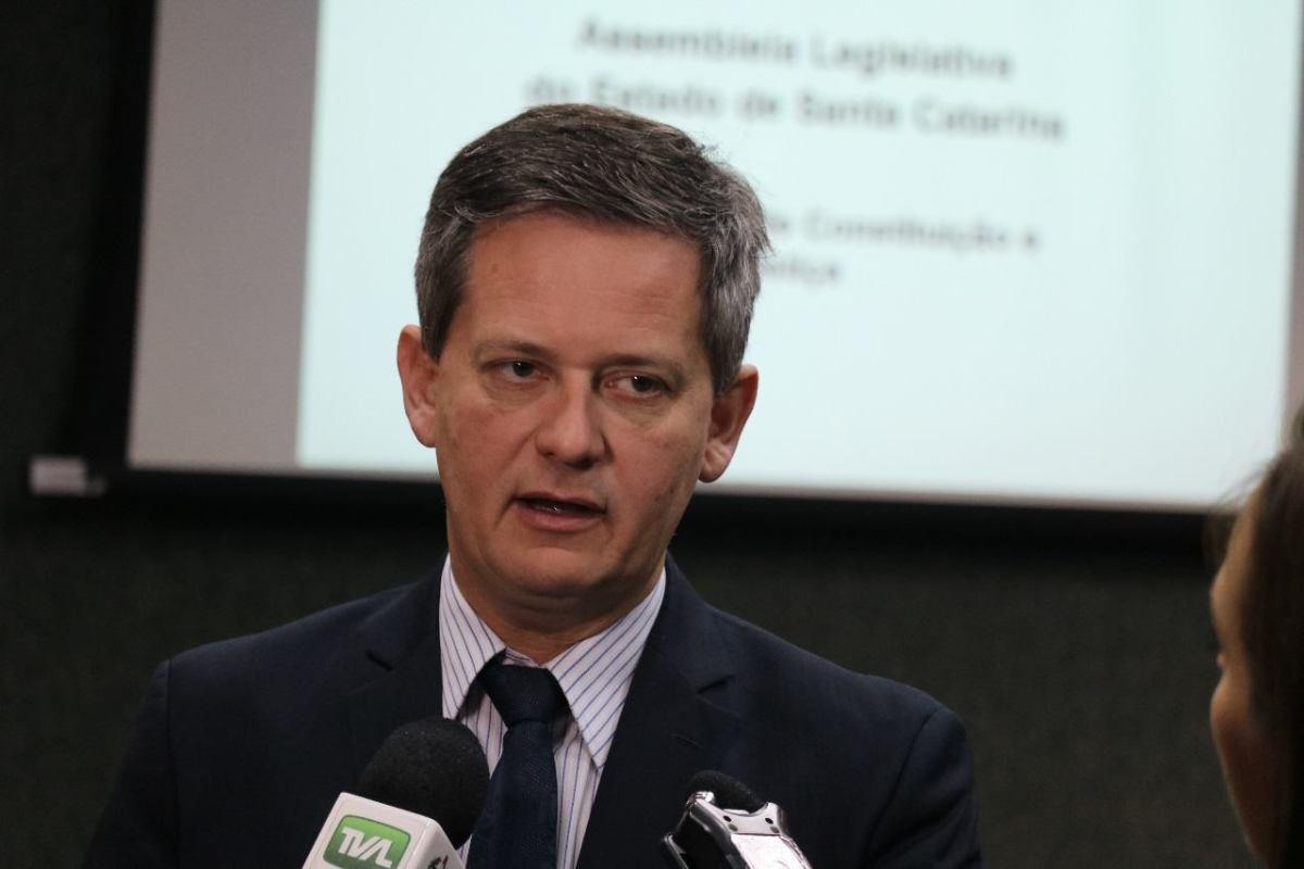 Ex-deputado Jean Kuhlmann é condenado por manter servidora fantasma