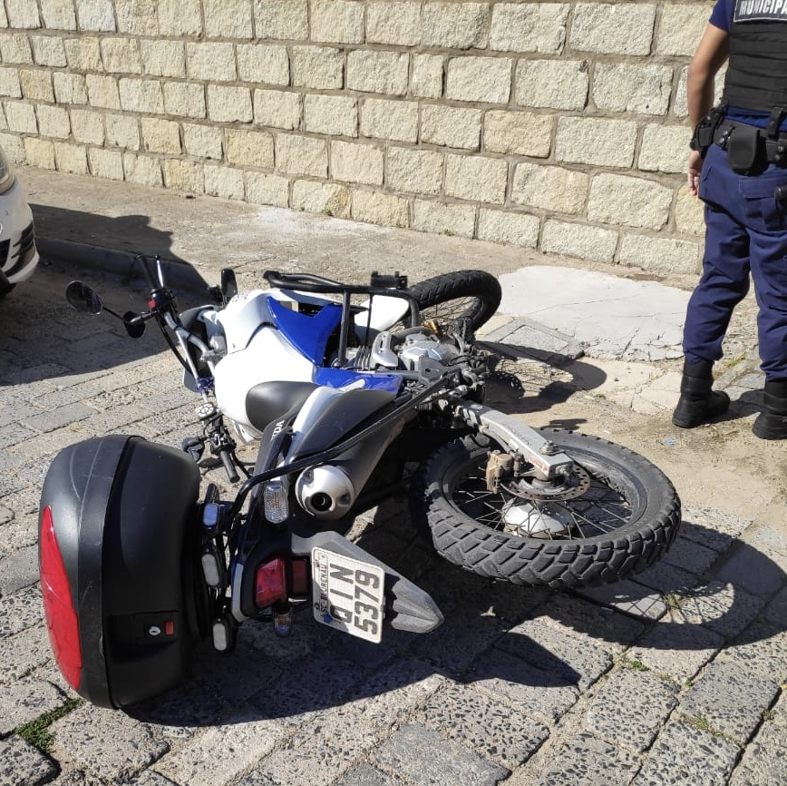 Guarda de trânsito é agredido por motociclista sem habilitação em Blumenau