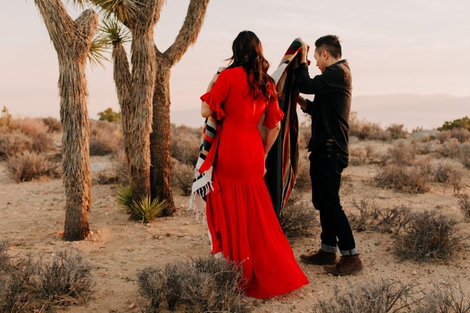couples photos in joshua tree national park