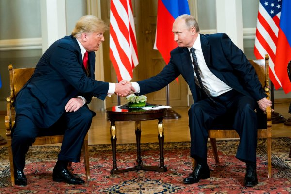 PR trump putin handshake