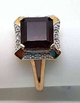 gold ring 9ct with garnet and precious gems