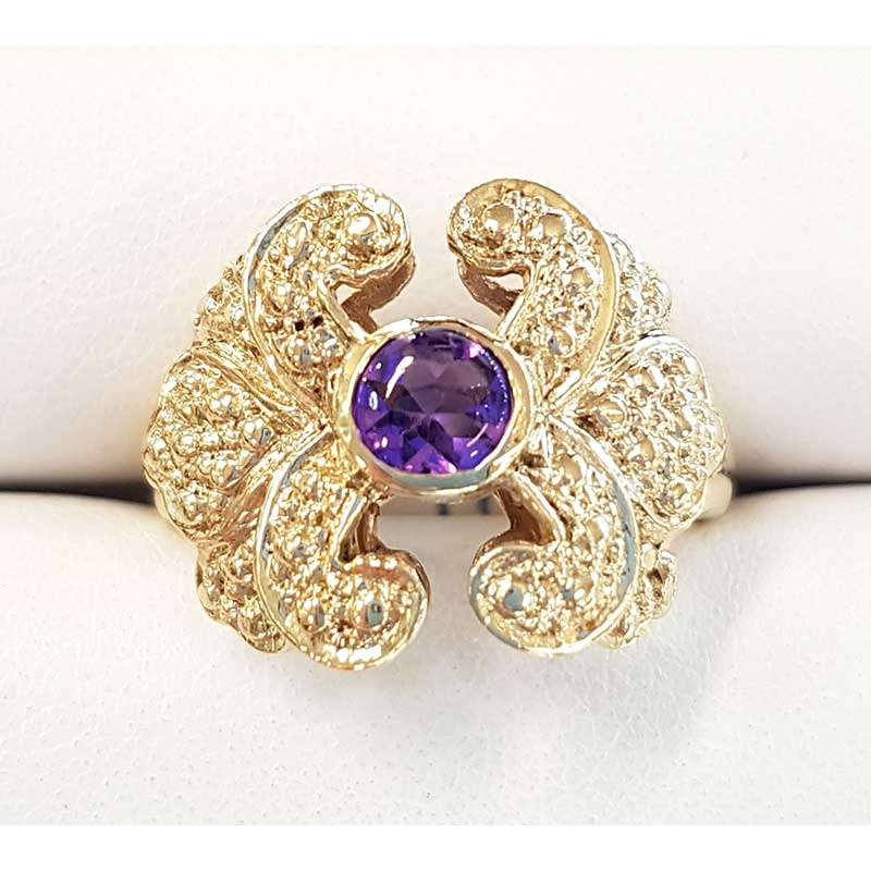 Round amethyst and gold ring