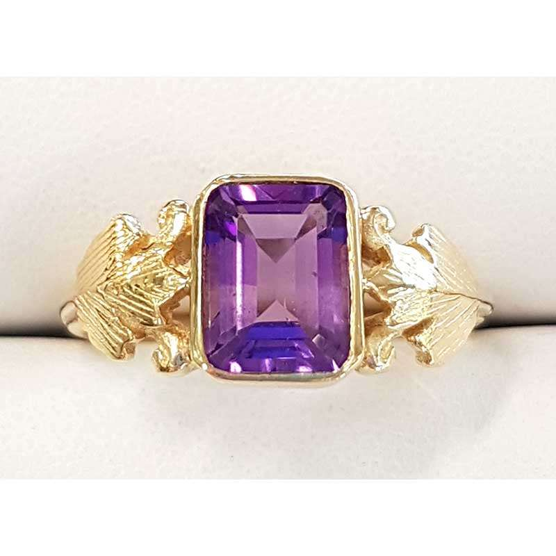 Rectangular amethyst and gold ring