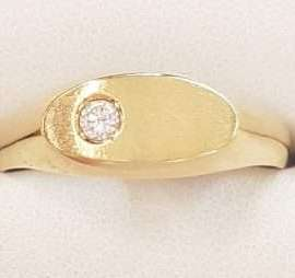 18ct Gold Diamond Gents Ring - Oval
