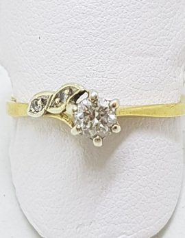 18ct Yellow Gold Claw Set Diamond Flower Design Ring